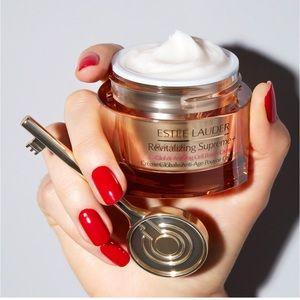 Estēe Lauder Revitalizing Supreme power cream